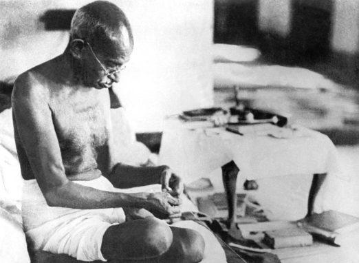 Gandhi_spinning_1942
